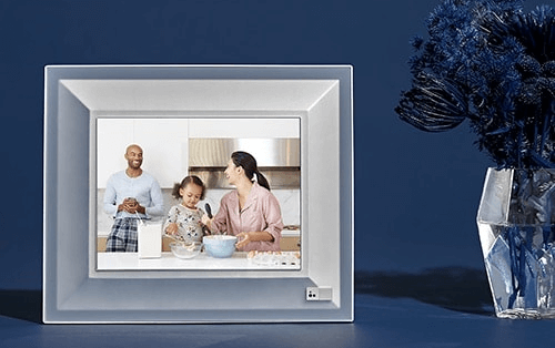 Best Digital Picture Frame With WiFi by Aura